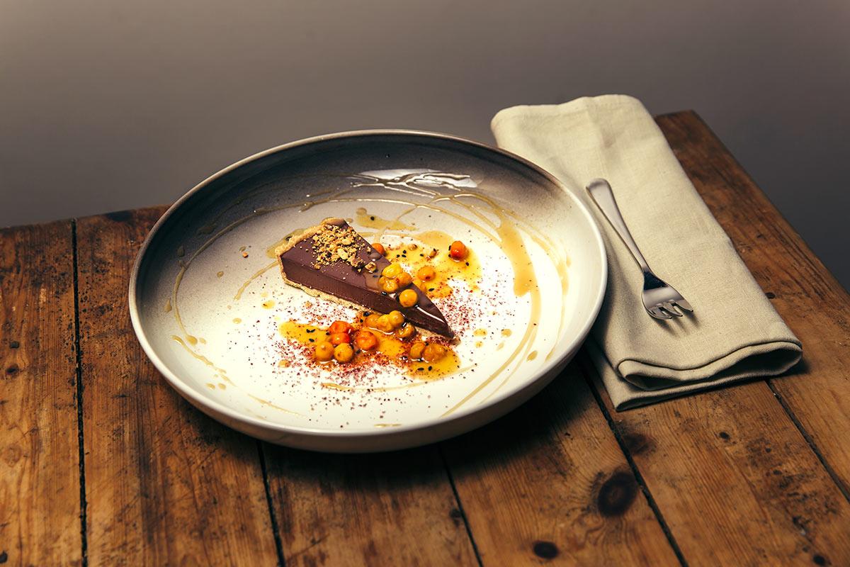 Schokoladen Tarte mit Sanddorn
